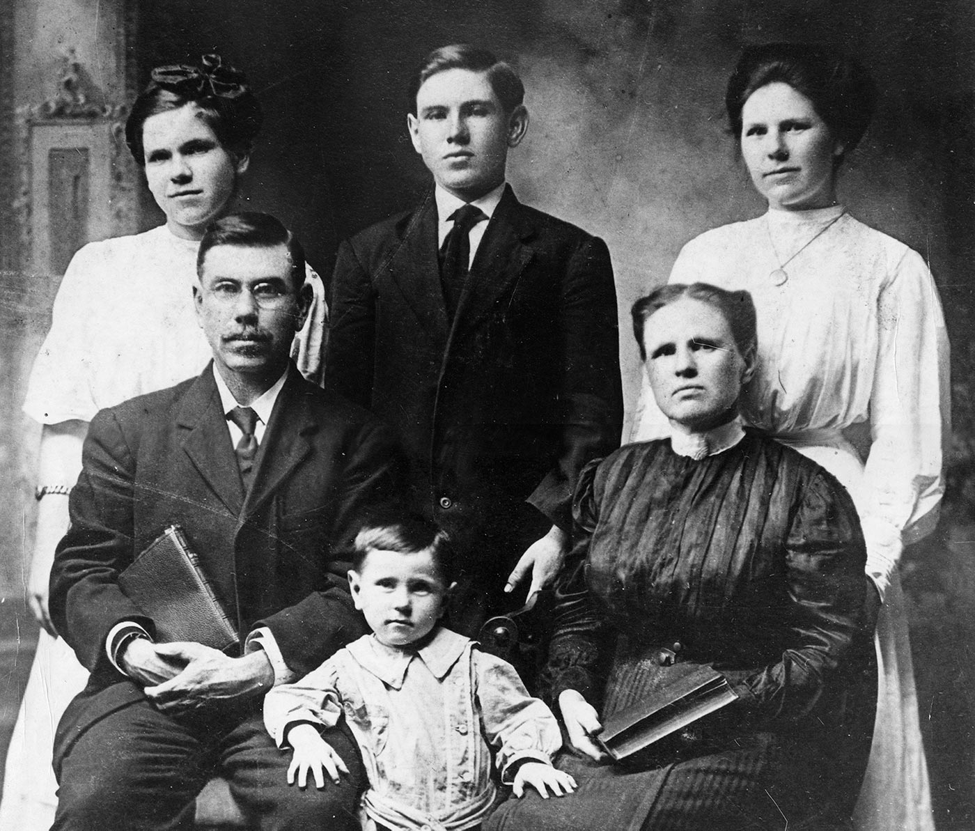 A. J. Tomlinson family about 1910