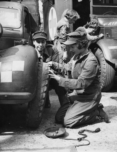 Queen_Elizabeth_90_Mechanic_at_world_war