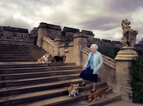 Queen_Elizabeth_90_with_Her_dogs