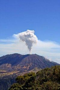 full-turrialba-volcano-erupting