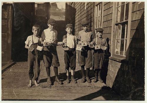 19_Employés dans une manufacture de boîtes de conserve à Eastport, Maine