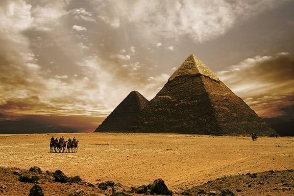 et-si-hollywood-savait-quand-le-cinema-nous-montre-une-autre-realite-stargate-photo-pyramides-5