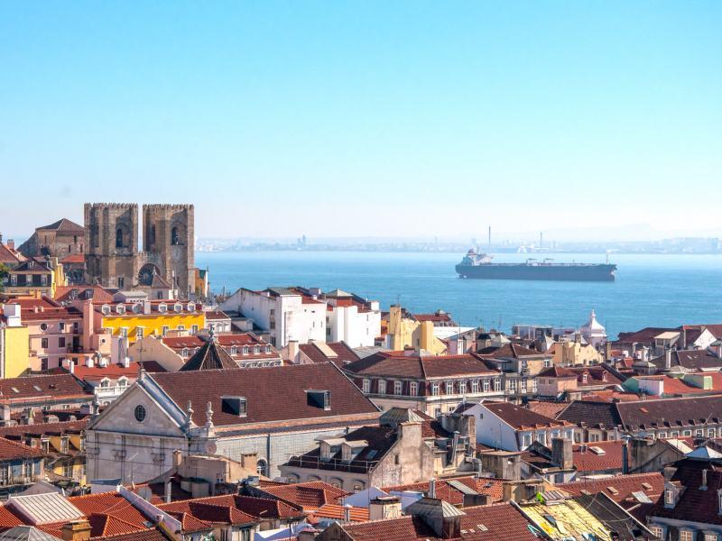 Merinäkymä Lissabonin kaupungista