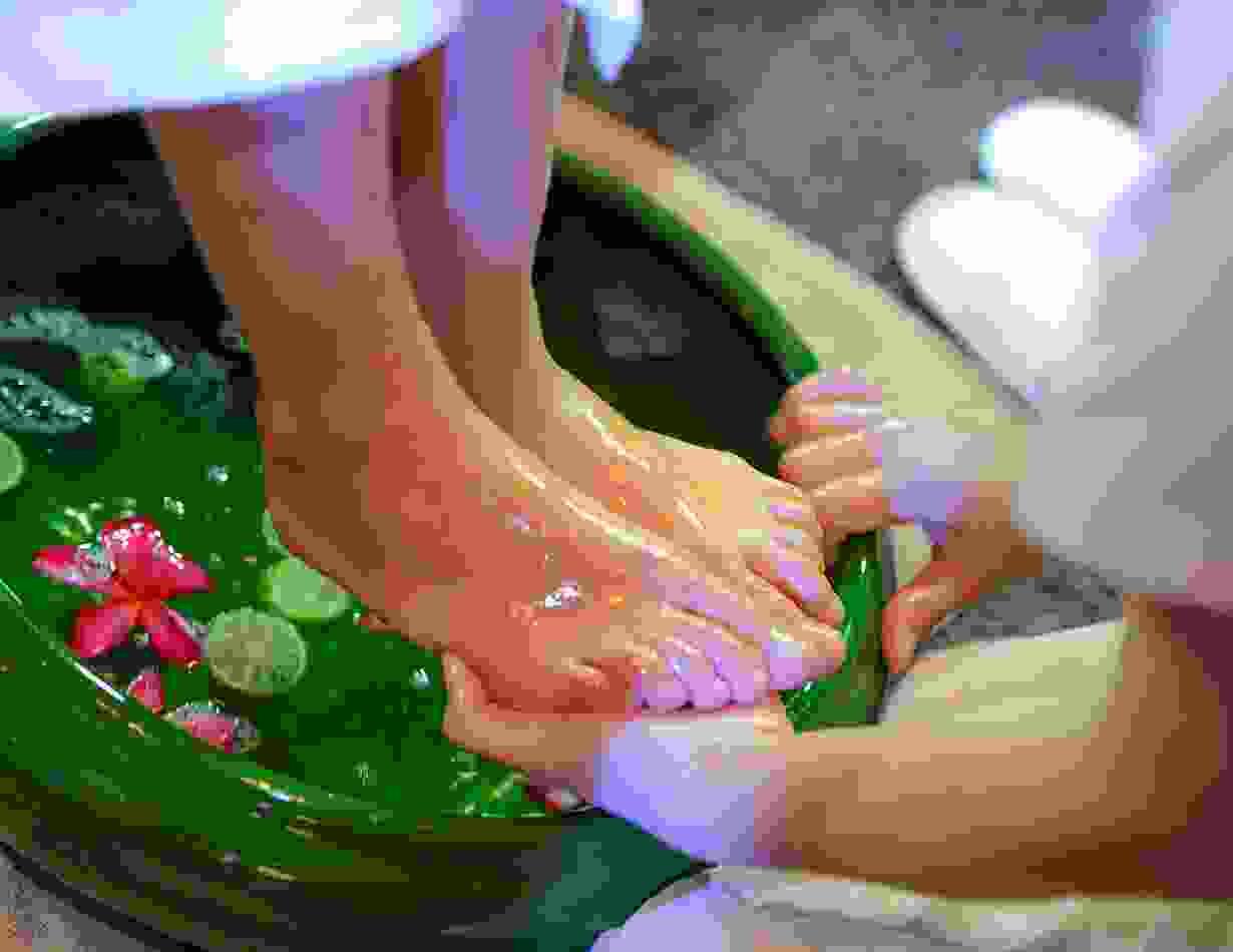 Oil bath with massage