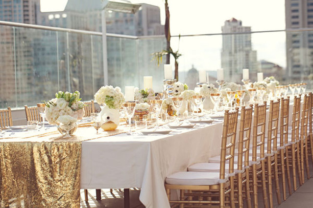 https://i1.wp.com/www.evelynclarkweddings.com/wp-content/uploads/2011/11/style_me_pretty_gold_tablescape.jpg