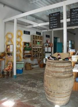 The place, lokale kunstenaars werken en verkopen hier