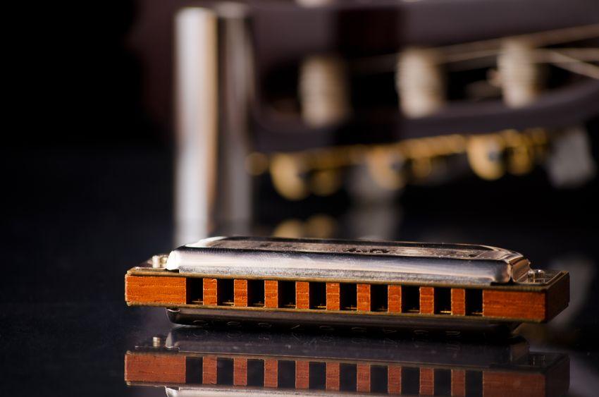 Piano Man zoekt mondharmonicaspelers!