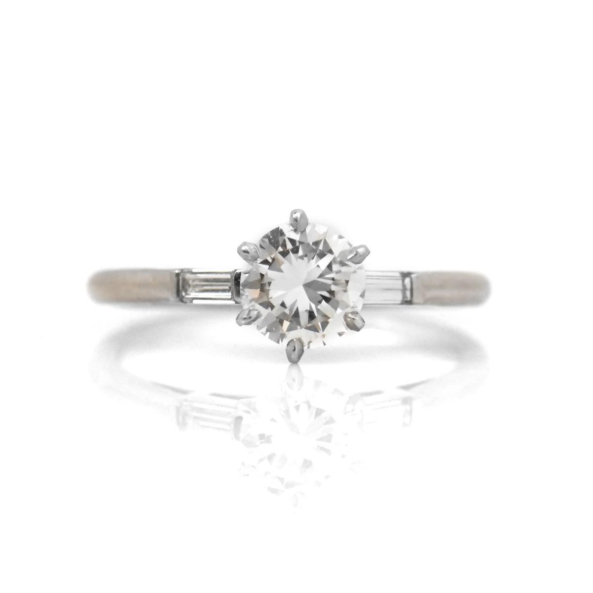 Bague Diamant Solitaire et Baguettes | Référence : B18495 | EVENOR Joaillerie • Bijoux Vintage et Bijoux d'occasion