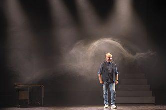 LA SAGRA FAMIGLIA con Paolo Cevoli   al Teatro Manzoni dal 18 al 20 novembre 2019