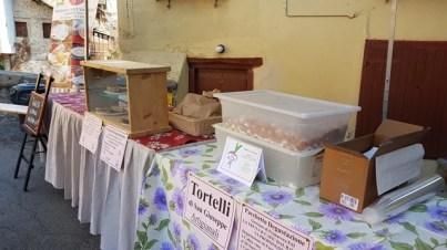 Banchetto di prodotti tipici a Campertogno