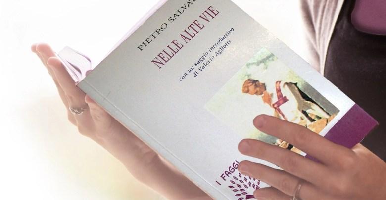 Nelle alte vie libro di Salvati