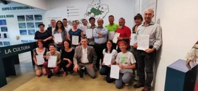 Foto di gruppo consegna distintivi nuove guide Geoparco Valgrande
