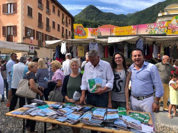 Sindaco e Amministratori di Varallo al mercato3
