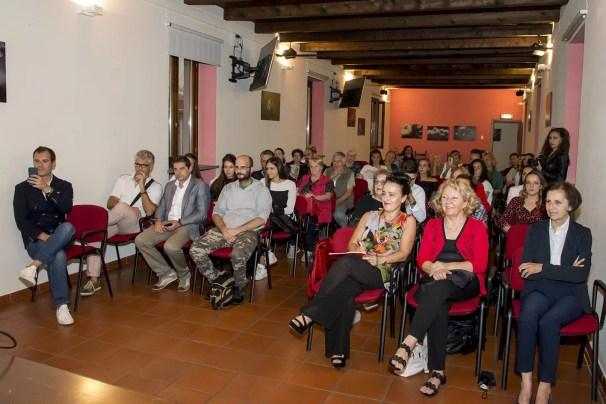 Pubblico inaugurazione mostra Pastore a Gattinara