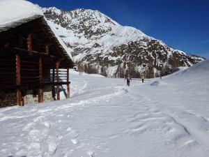 Ciaspolando all'Alpe Larecchio in Val Vogna, foto di Mirella Giovinazzo