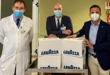 """Photo of Dall'azienda """"Lavazza"""" macchine da caffè e cialde agli ospedali del territorio"""