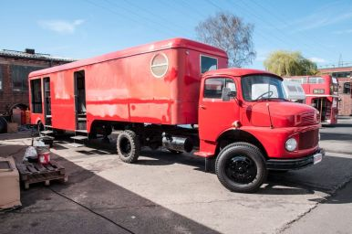 branding-eventmobil-foodtruck-messemobil-roadshow-truck-bau-koeln-8521