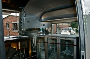 airstream-catering-us-wohnwagen-aluwohnwagen-blechwohnwagen-foto-event-messe-eventmobil-koeln09