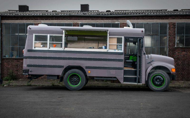 eventmobile-koeln-american-schoolbus-international-amerikanischer-schulbus-kurz-catering-imbiss-fahrzeugbau-foodtruck1