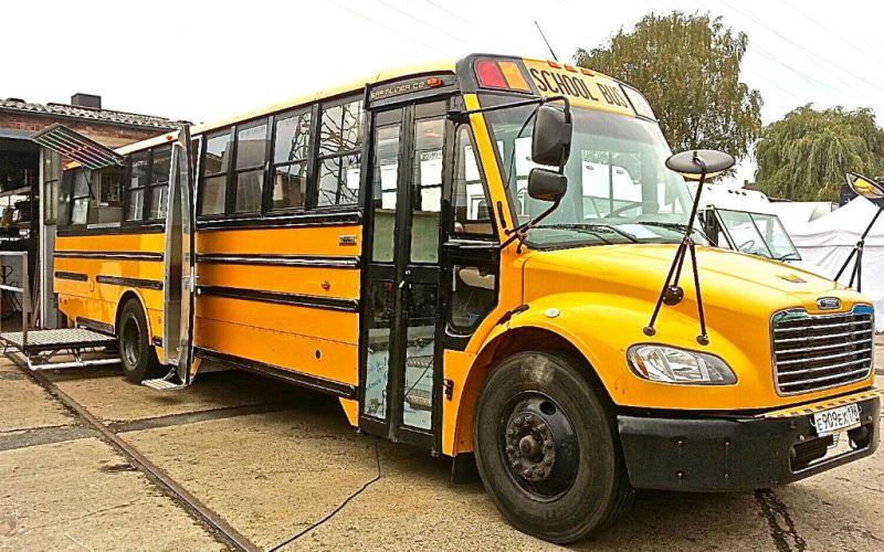 Foodtruck-exklusiv-Premium-Schulbus-American-Schoolbus-Cafe-Bar-mobiles-Restaurant