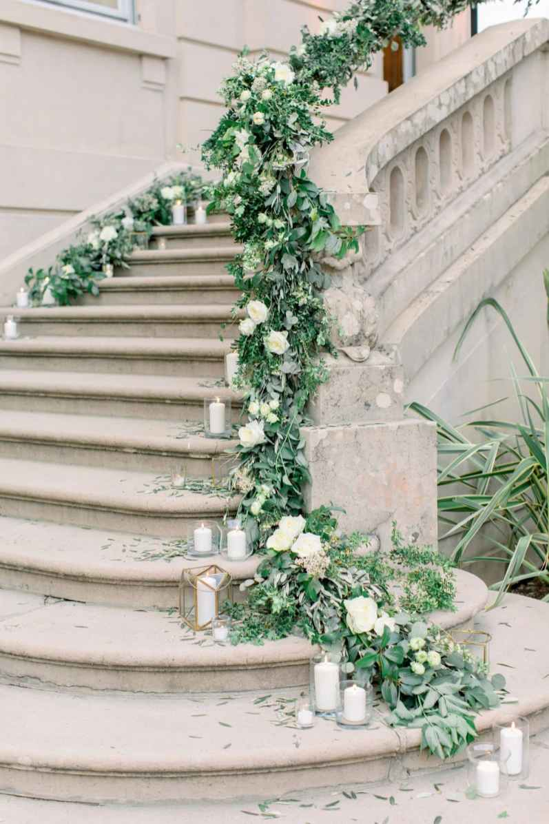 64-Villa-Heleneum-stairs-entrance-flower-designer-Ticino-Claire-and-Dennis-by-Eventoile