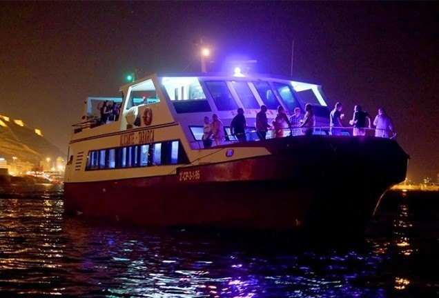 Quién se apunta a una mariscada en barco?