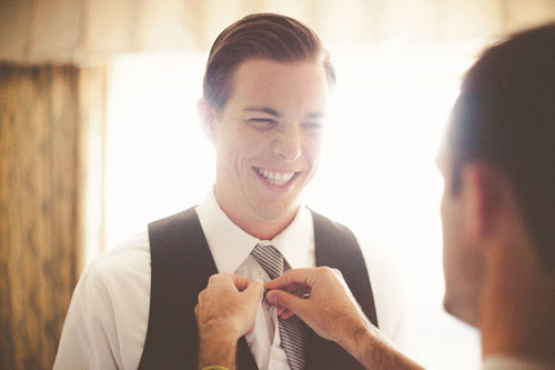 Groom gets ready for wedding in St. Louis | Events Luxe Weddings