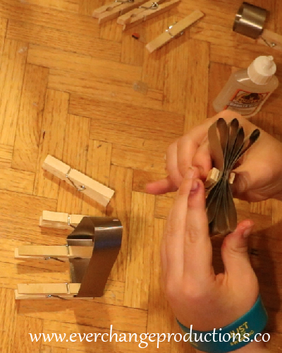 When you're ready, stack the wings and glue them on top each other. Then hold with a clothes pin. Let it dry.