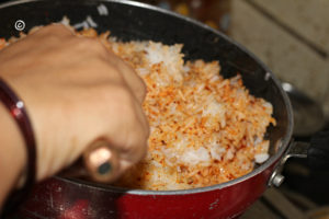 Mix rice, powdered spices and salt.