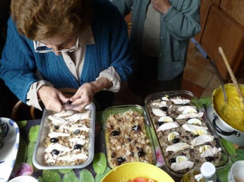 Assembling the pastel de choclo