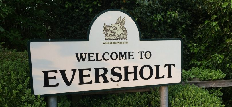 Welcome to Eversholt sign