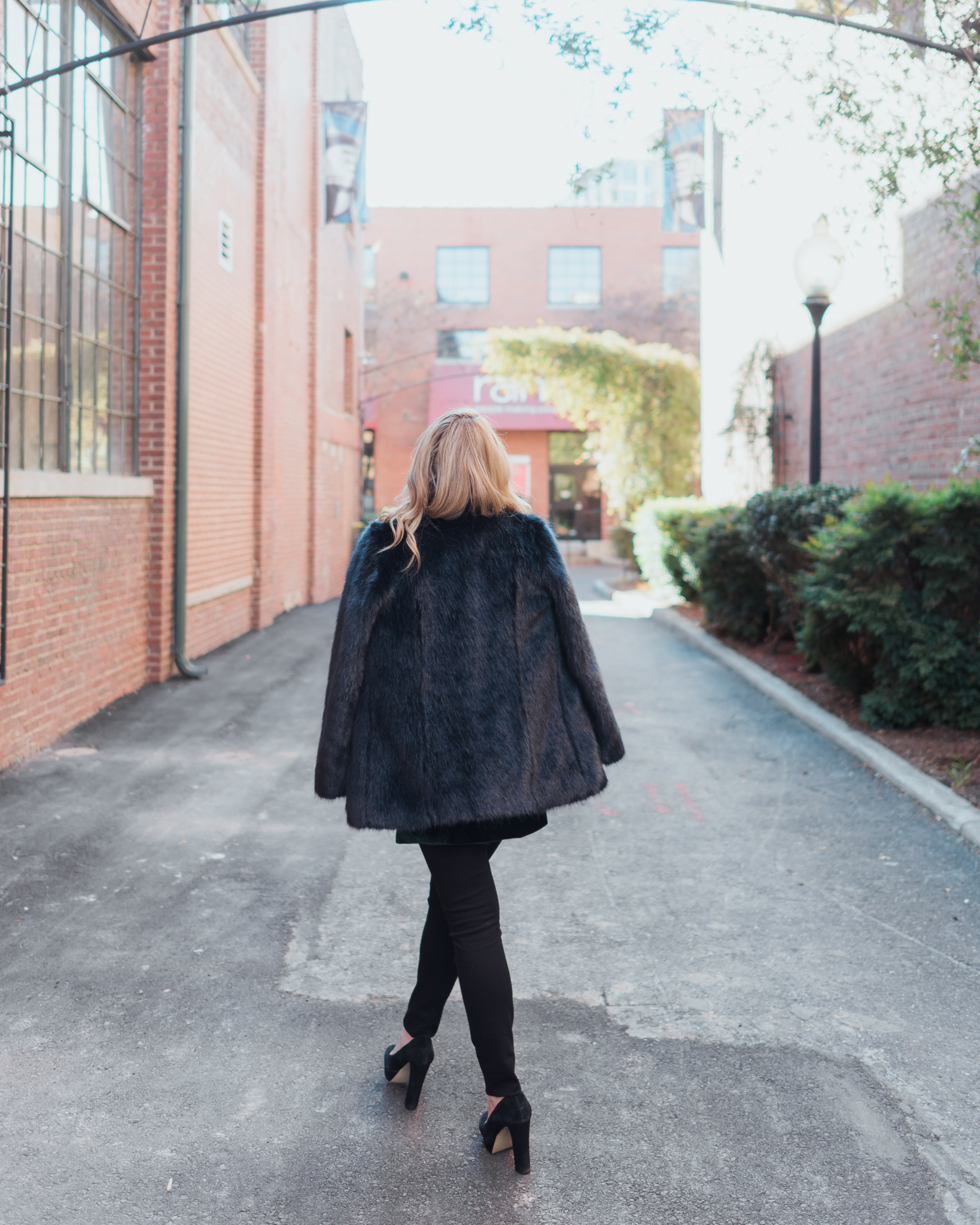 Winter has arrived! The weather in Charlotte has been so cold. Find out how to wear winter layers on Every Chic Way today!