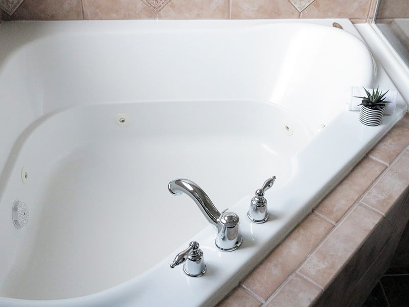 how to clean a jetted jacuzzi type tub