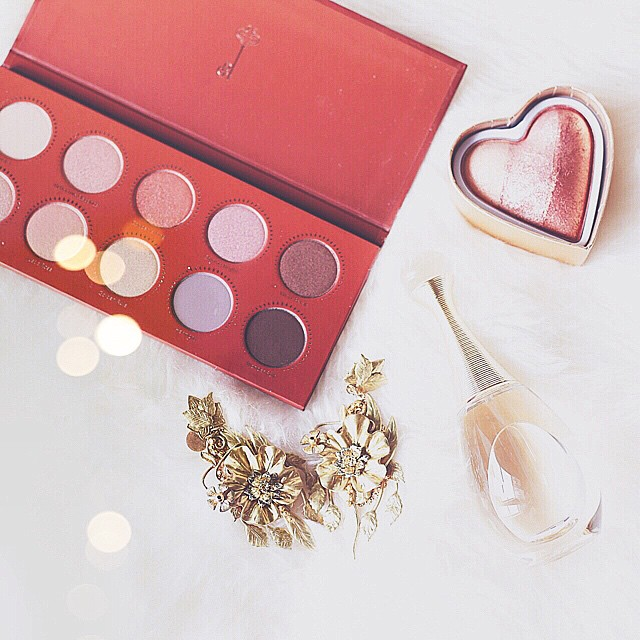Golden inside  love this @zoevacosmetics Rose Golden palette and the Summer Of Love Bronzer  all via @maquillalia_ita