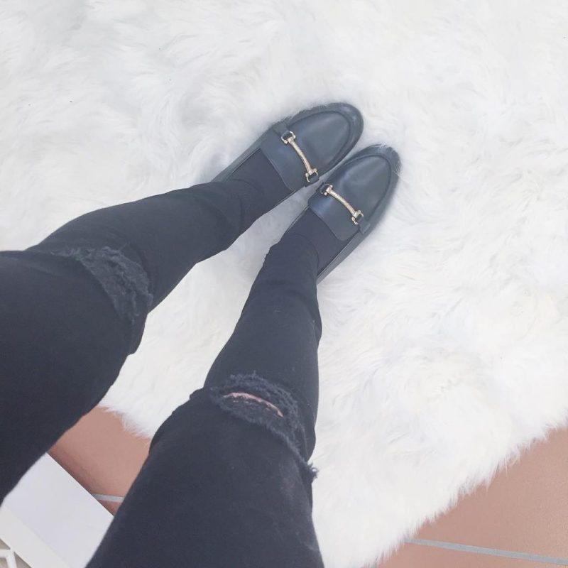 """""""Oxfords not brogue"""" veramente sono #loafers ma questi sono dettagli! Oggi giornata di studio ma sul mio blog potete trovare un #outfitissue nuovo nuovo! Intanto vi faccio vedere i miei mocassini presi a saldo da @urbanoutfitterseu"""