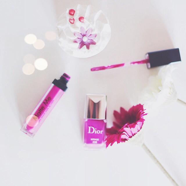 Fifty shades of purple  e il nuovo smalto @dior Mirage ha un colore favoloso  la @iaia812 e la @carolcalo mi conoscono troppo bene :3 #sleekmakeup #bday #purple