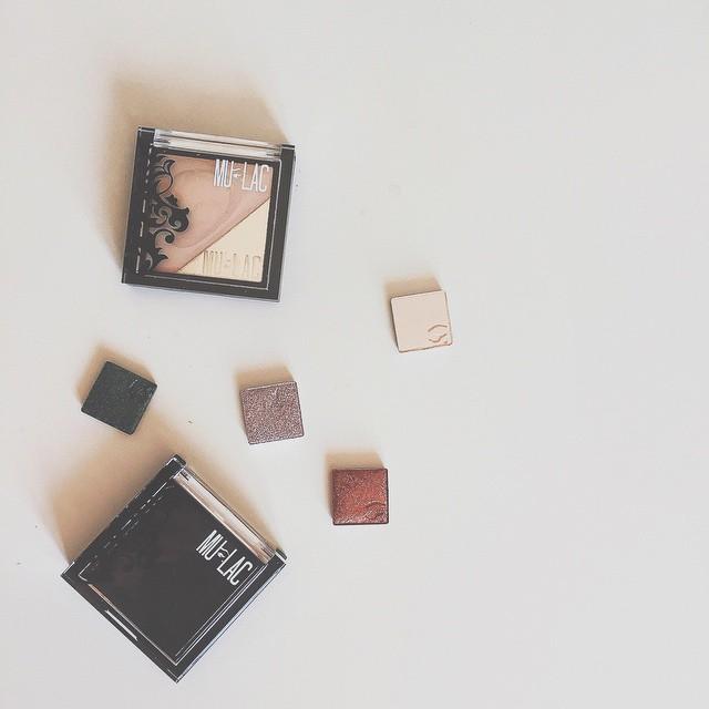 È arrivato adesso l'ordine di @mulaccosmetics con la palette #oneshot e l'illuminante #flare!!! Curiose dei colori di ombretti che ho preso? Partendo dal più chiaro: ON, ROYAL, BURN e WITCH! Non vedo l'ora di provarli  #showyourart