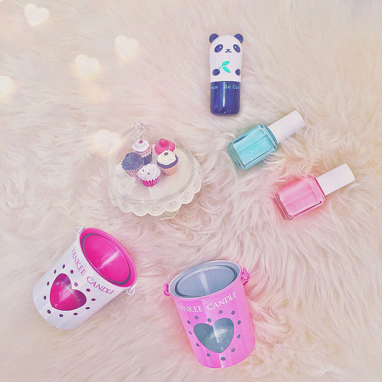 That's all about #pretty and #girlythings : perché ogni tanto c'è bisogno solo@di cose carine, coccolose e rosa  #prettyinpink #prettythings #kawaiioftheday #essiepolish #yankees