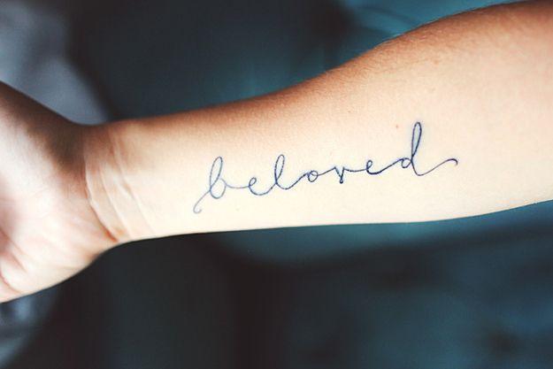 tatuaggio scritta 18 idee per scritte tatuate. Black Bedroom Furniture Sets. Home Design Ideas