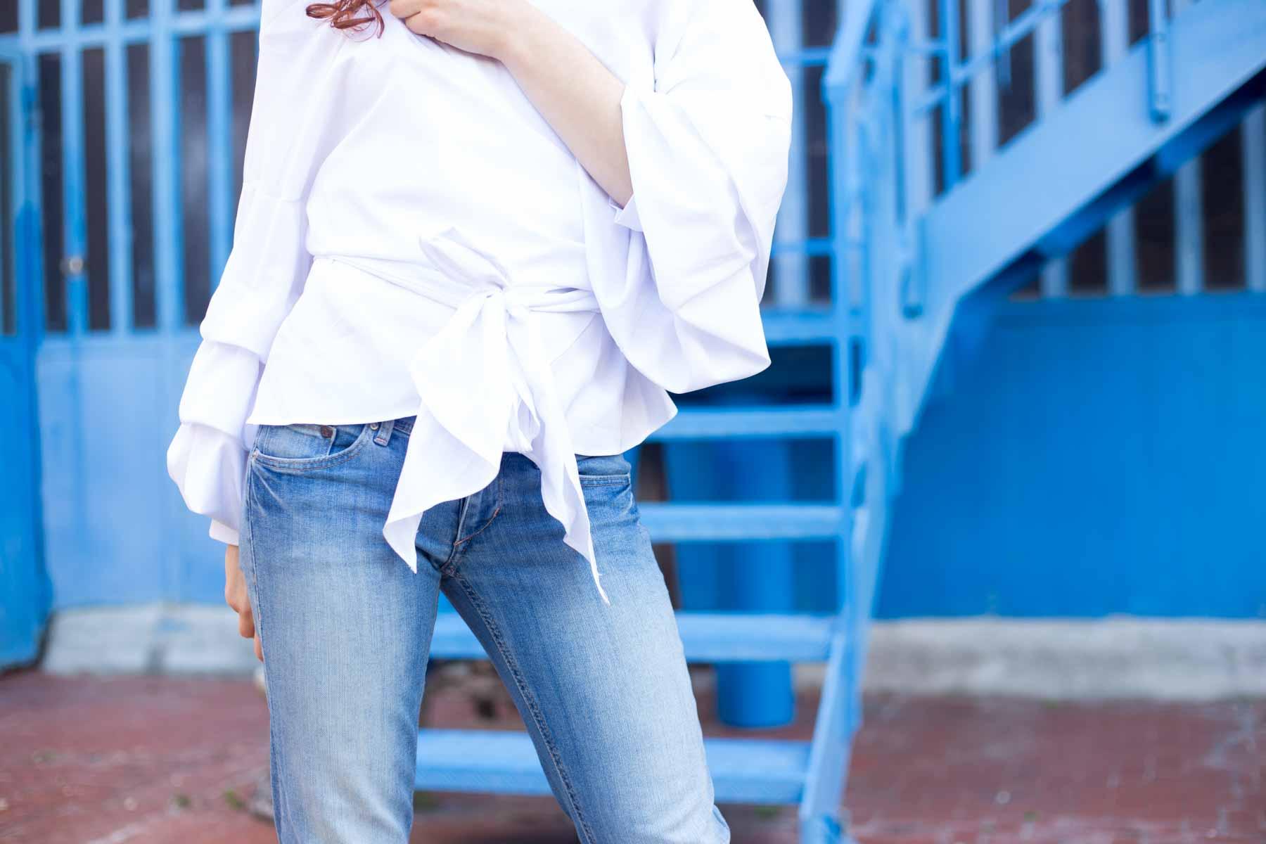 camicia bianca incrociata