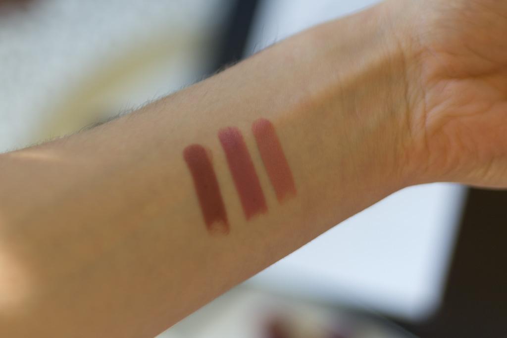 Confession Lipstick di Hourglass swatches