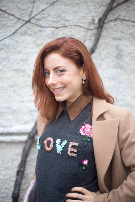 maglione con scritta LOVE-12