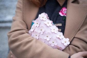 maglione con scritta LOVE-13