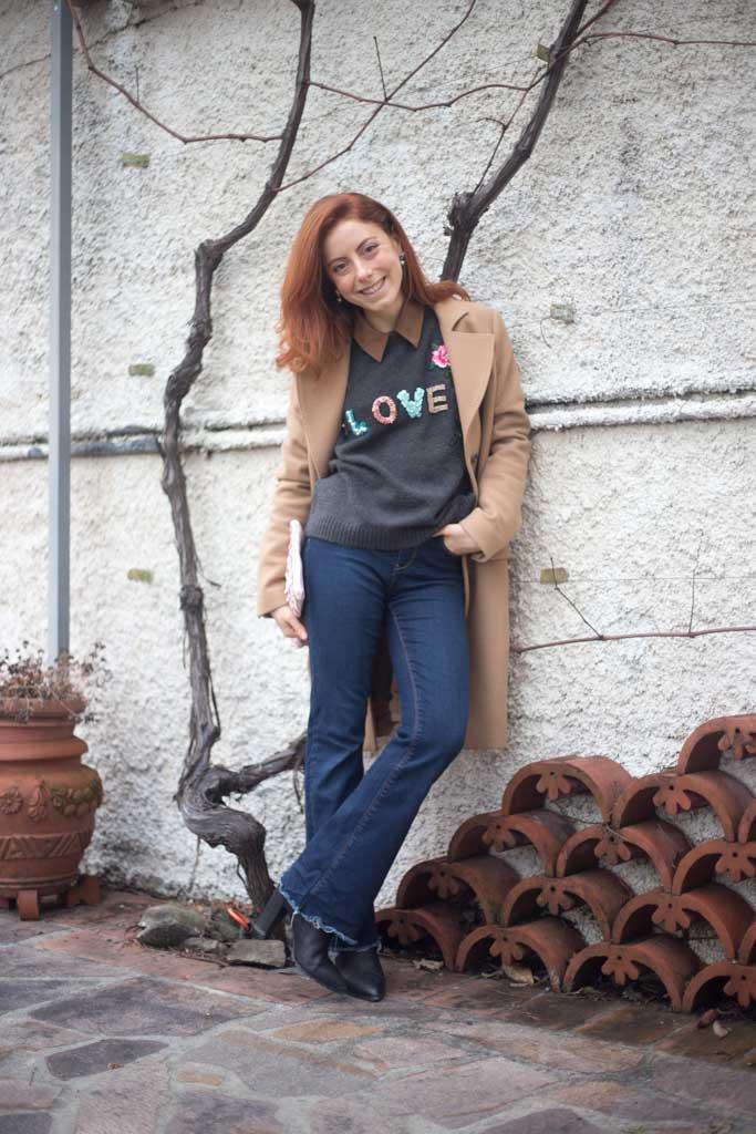 maglione con scritta LOVE-3