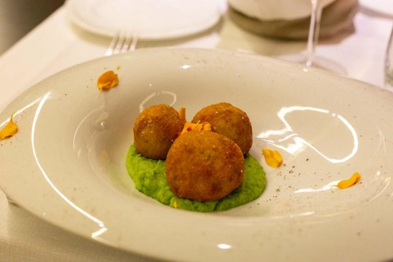 Valle di Assisi Hotel Spa & Golf antipasto con polpette di pesce