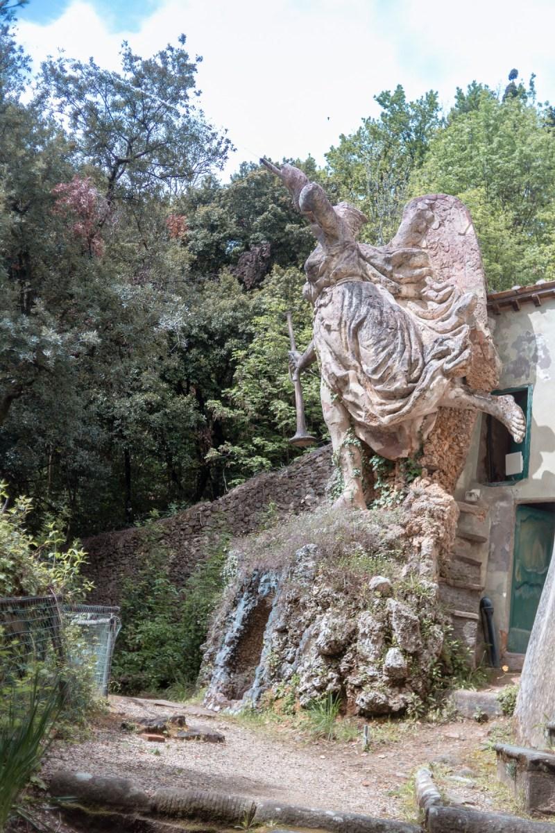 villa garzoni statua