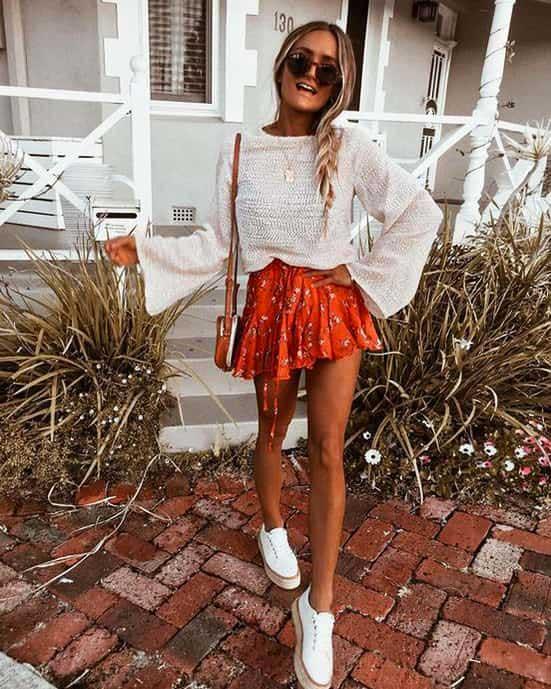 outfit casual con scarpe da ginnastica