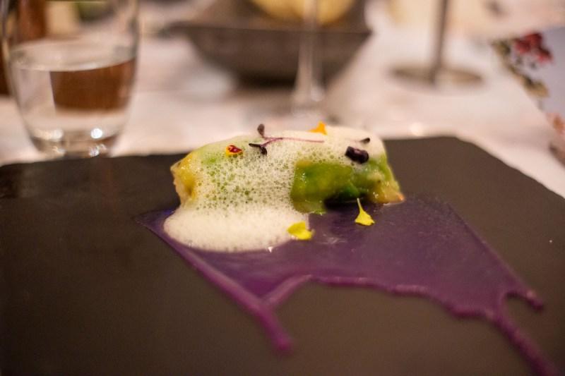 antipasto roll di avocado con polpo marinato al ceviche e salsa d'arancia