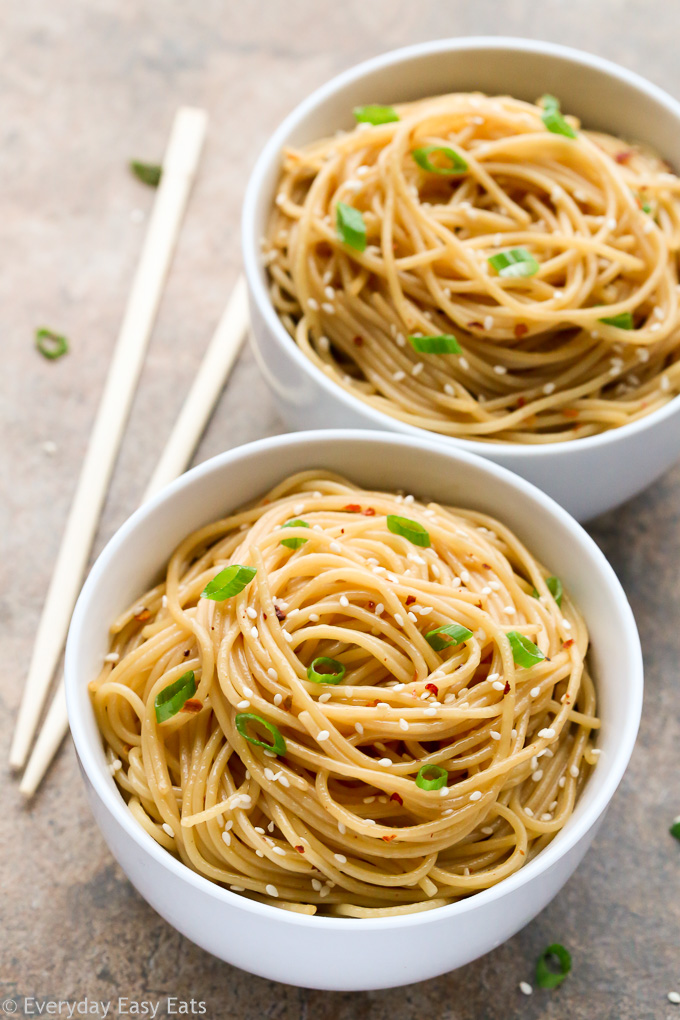 Sesame Noodles - A super-easy recipe that requires just 15 minutes to make! | EverydayEasyEats.com