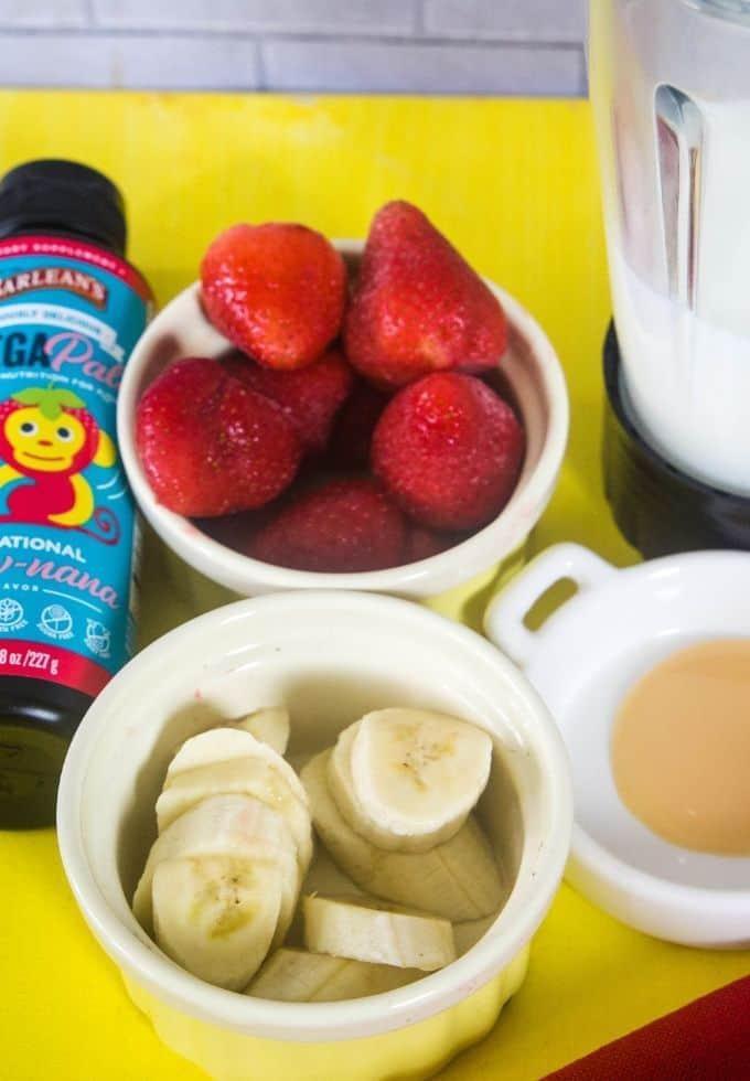Ingredients to make strawberry banana smoothie